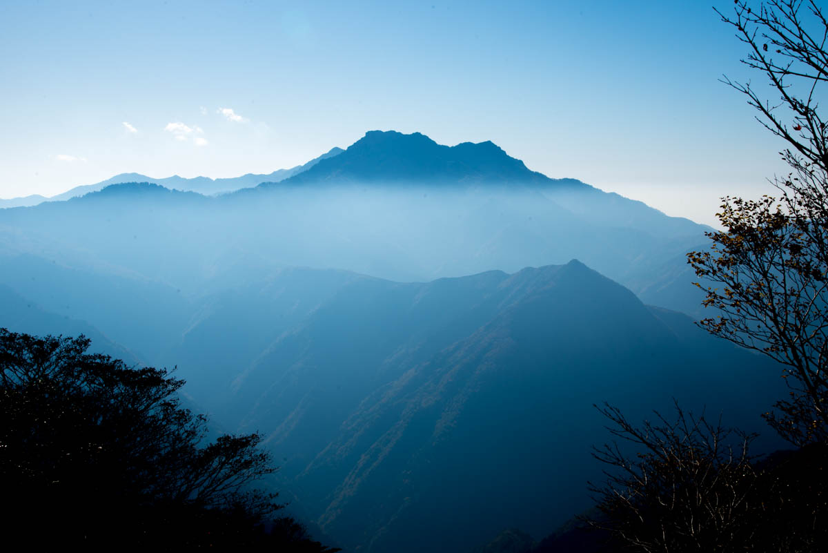 瓶ヶ森林道から望む石鎚山