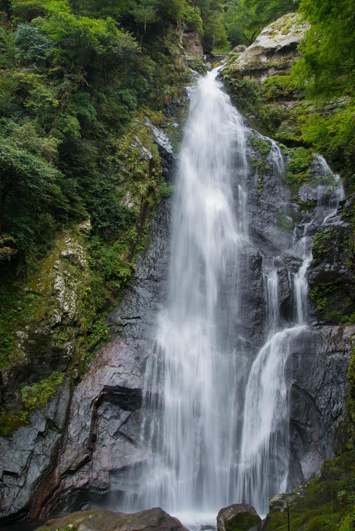 愛媛県の魔戸の滝
