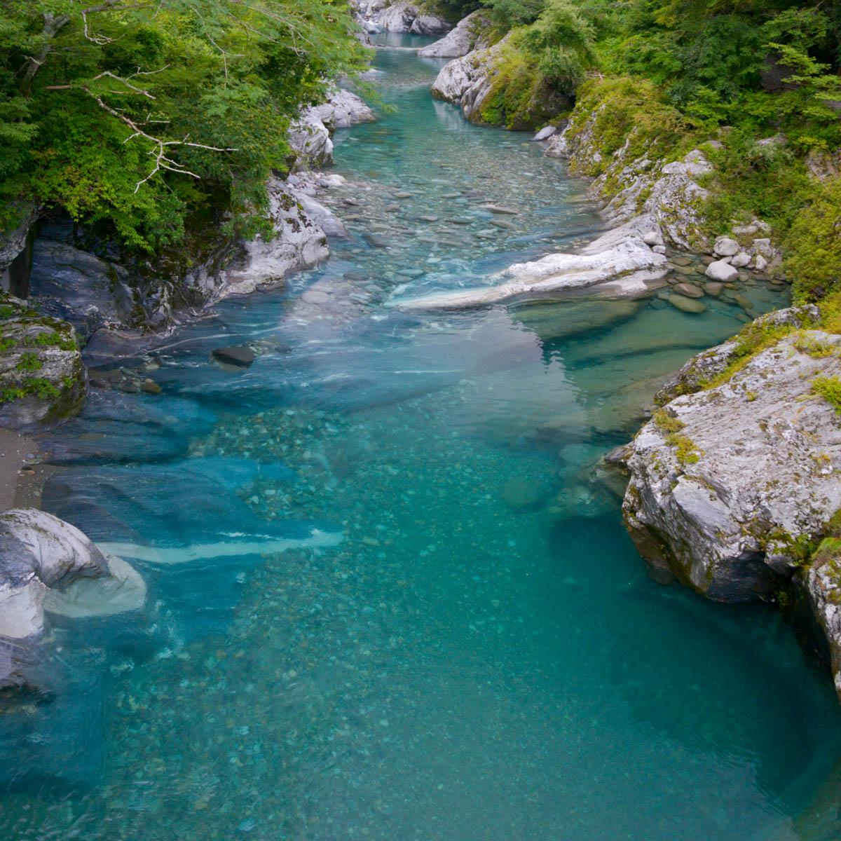 面河渓の水流