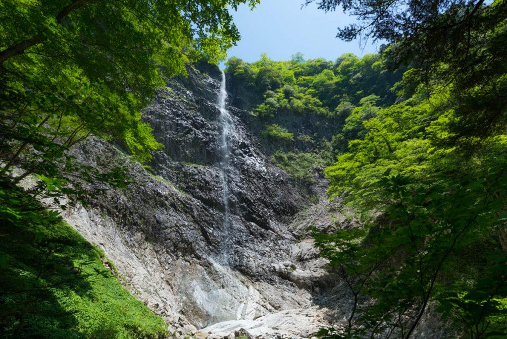 新緑の高瀑