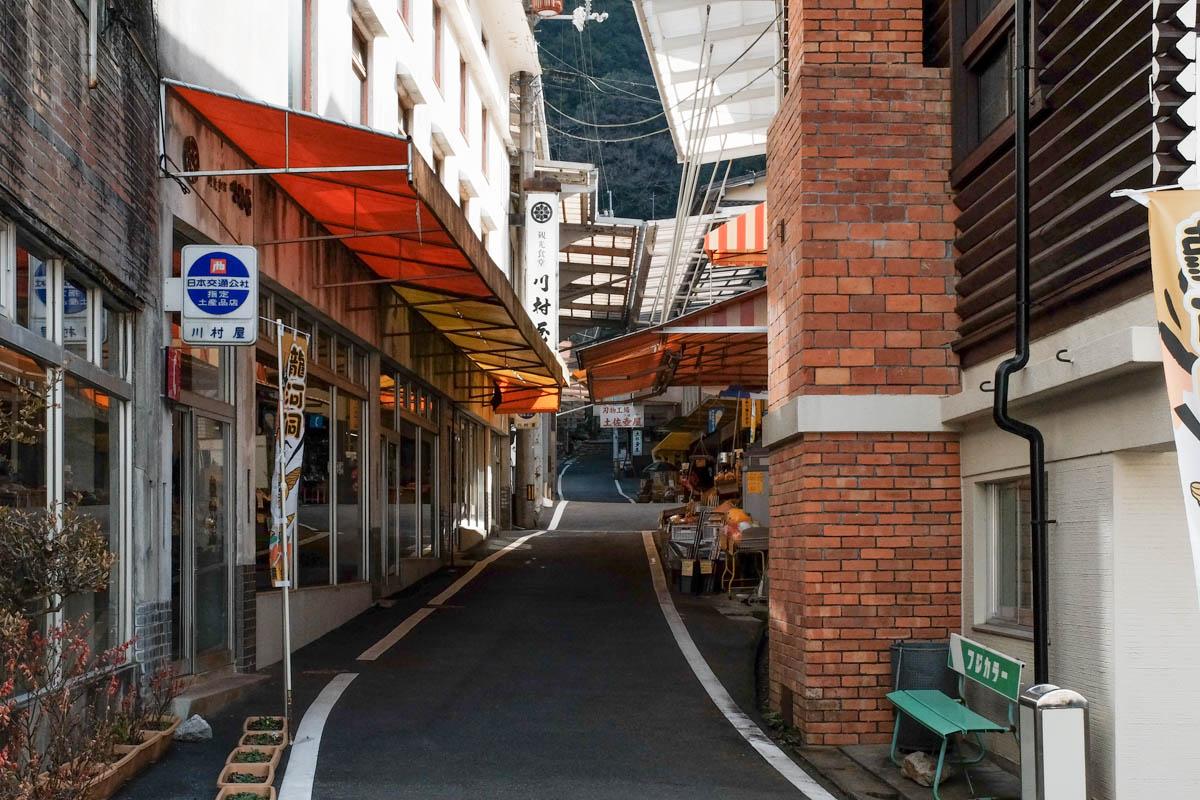 龍河洞の商店街