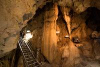 龍河洞の天降石,絞り幕