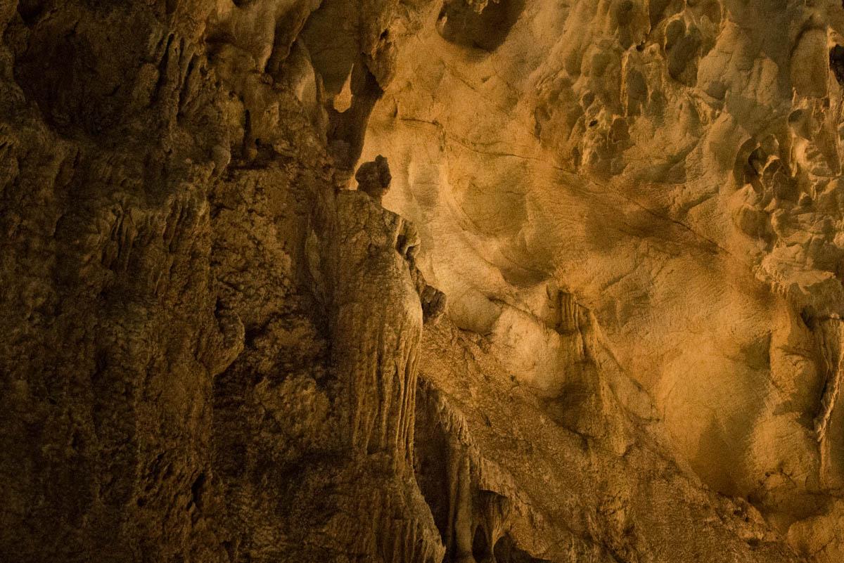龍河洞の龍馬像