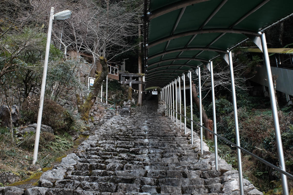 龍河洞への階段
