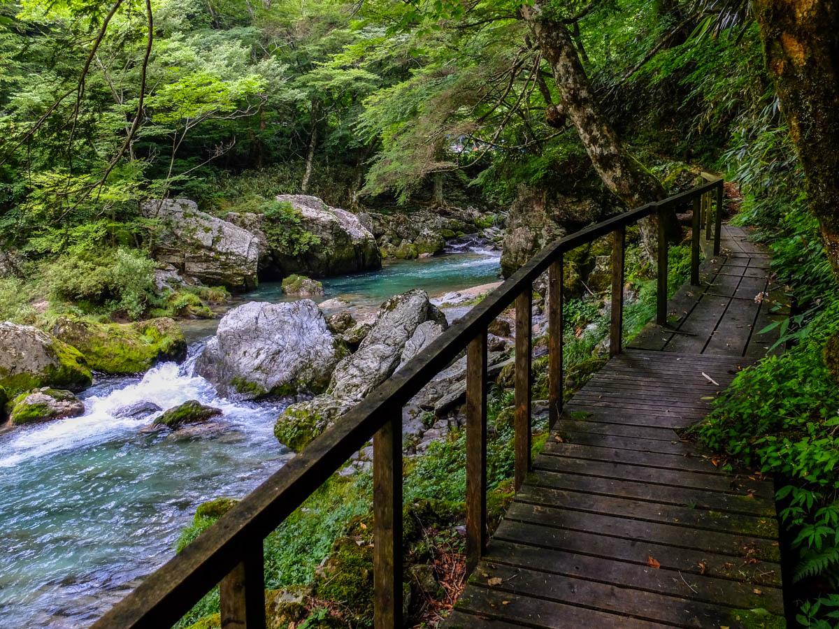 小田深山渓谷の遊歩道