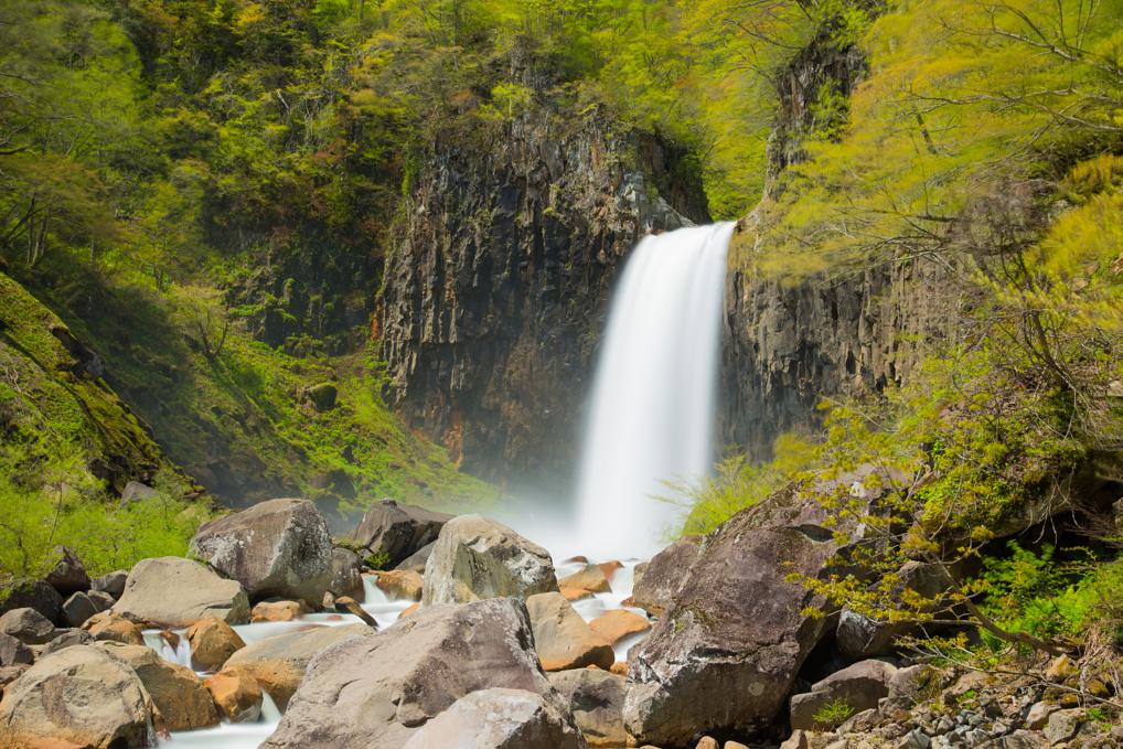 新潟県の苗名滝