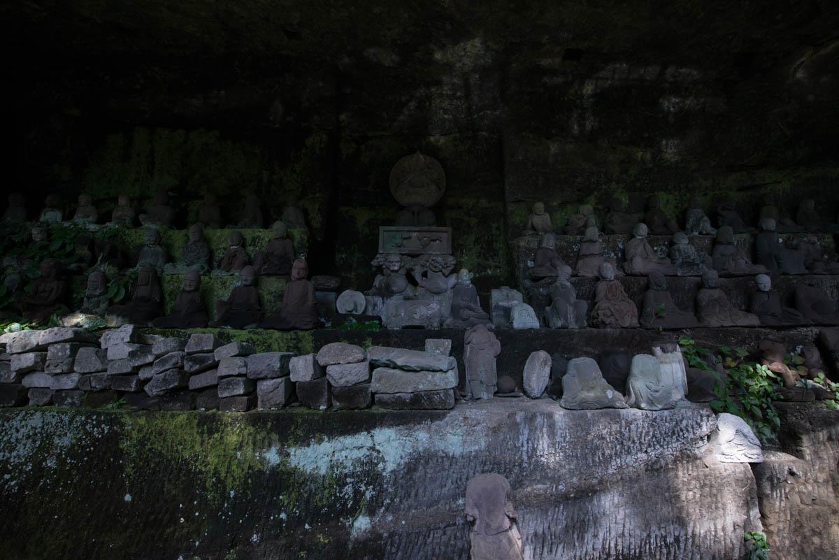 日本寺境内の仏像