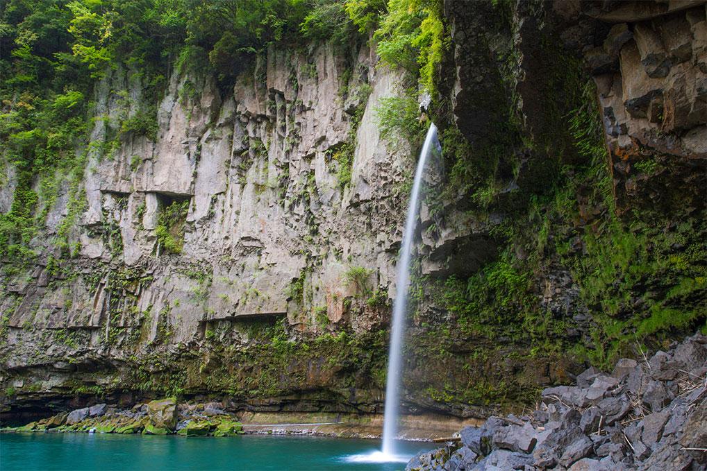 九州、熊本県の鵜の子滝