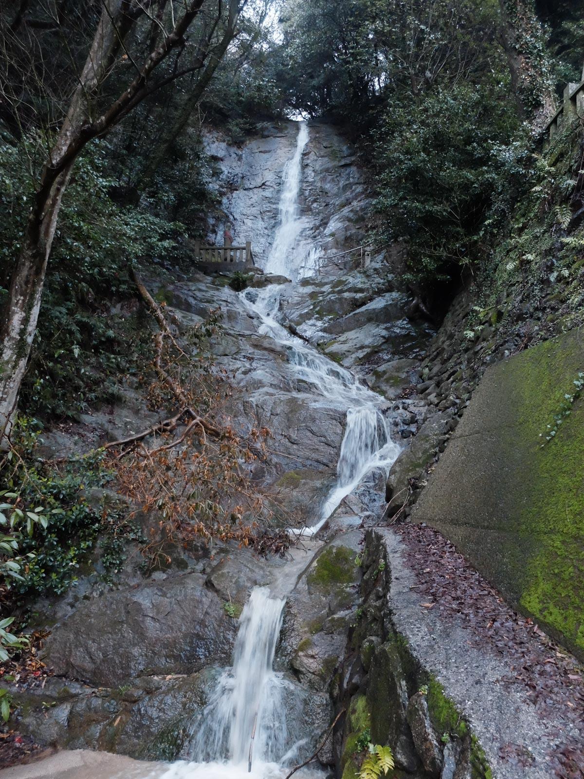 歌仙の滝全景